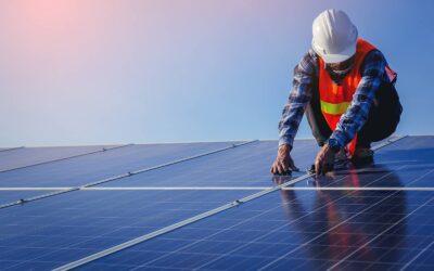 Jak działają panele słoneczne? Odogniwa dogniazda elektrycznego